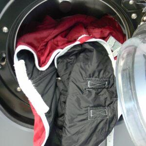 Decke rot-schwarz